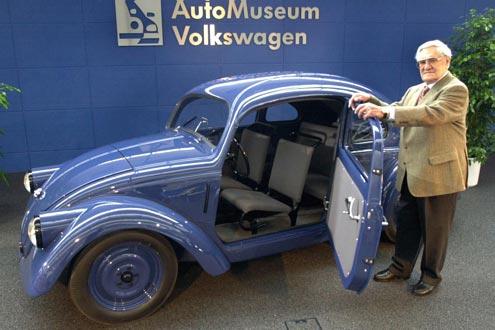 Blaues Wunder: Herbert Kaes (89) ist ein Neffe von Ferdinand Porsche und gehörte zum Konstrukteursteam.