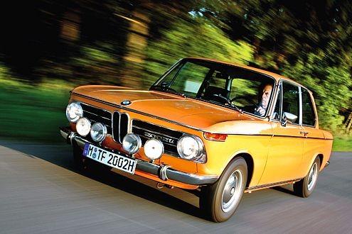 Erhaltenswertes Fahrzeug, älter als 30 Jahre: Dieser BMW 2002 ti, Baujahr 1968, wäre mit H-Kennzeichen oder roter 07-Nummer auch ohne Plakette zufahrtsberechtigt.