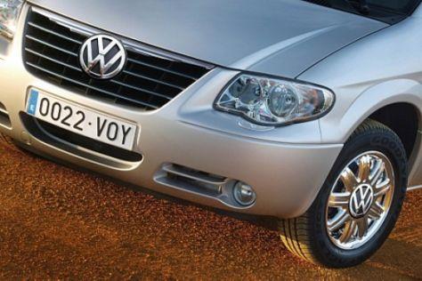 Chrysler Voyager mit VW-Logo