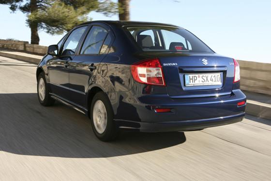 mehr Auto für weniger Geld: Die SX4-Limousine ist billiger als die SUV-Variante.