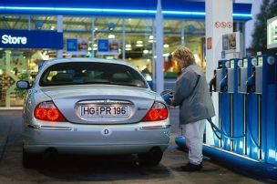 Bomben senken die Benzinpreise
