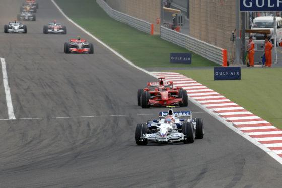 Formel 1 GP Bahrain BMW vor Ferrari und Mercedes