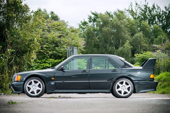 Kein Mauerblümchen: Auch im 21. Jahrhundert verursacht dieser Mercedes noch Aufsehen.