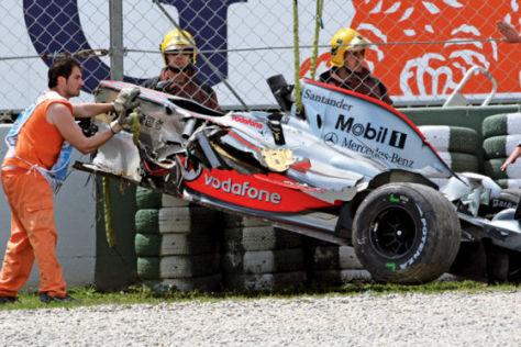 Formel 1, GP von Spanien, das Auto von Kovalainen nach dem Crash