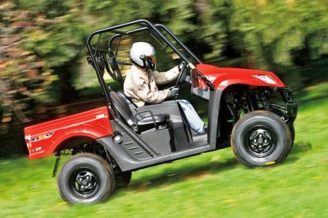 Das Geländenutzfahrzeug ist eine Mischung aus Quad und Pick-up.