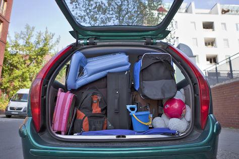 Auto packen Kinder Familie