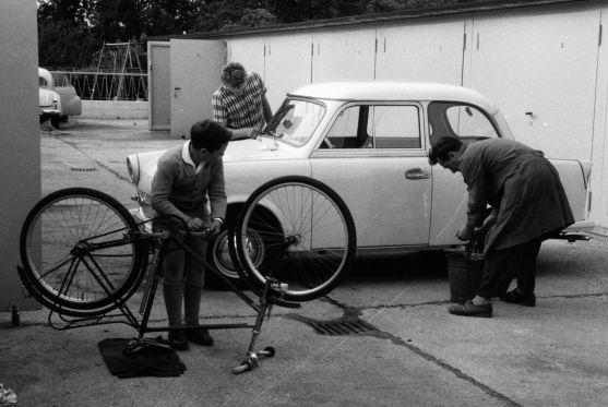Das Auto im Sozialismus: Wer einen Trabant besaß, pflegte ihn sorgfältig.