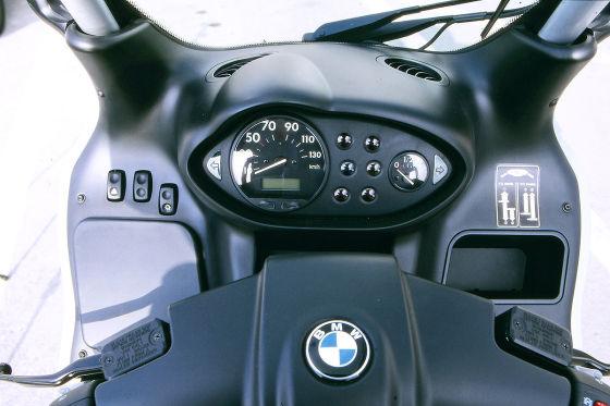 C1 auf dem Prüfstand: Am Federbein darf kein Öl kleben, der Hauptständer hat einwandfrei zu funktionieren. Die Bremsscheiben gelten als Dauerläufer.