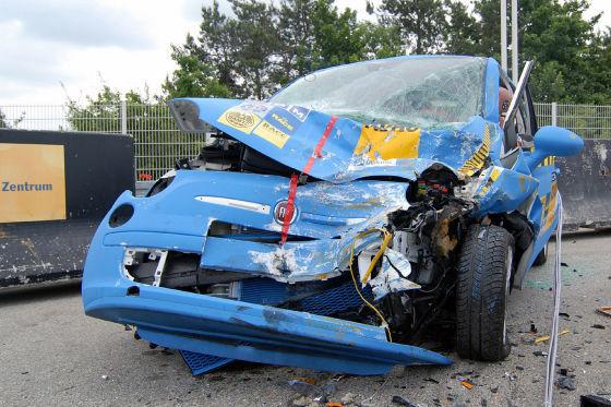 Fiat 500 Crash kaputt Wrack Unfall