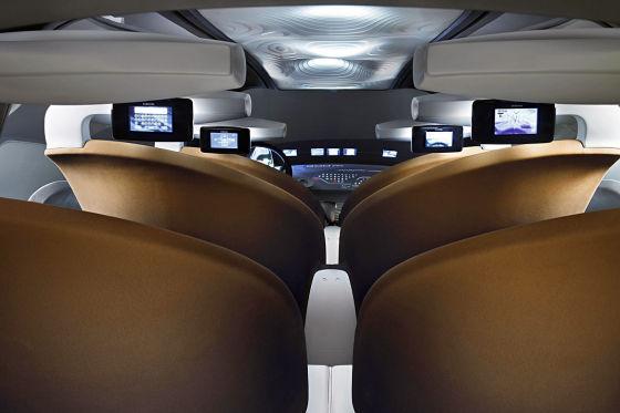 Fasten your seatbelts, please: Der futuristisch gestylte Innenraum erinnert an eine Flugzeug-Kabine.