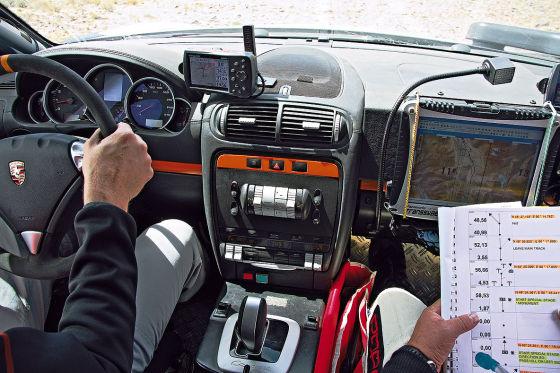 Cockpit des Porsche Cayenne S Transsyberia 2008