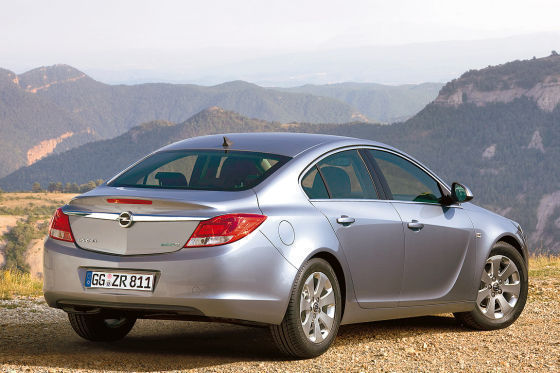 Opel zeigt in Paris den Insignia als sparsame Ecoflex-Ausführung.