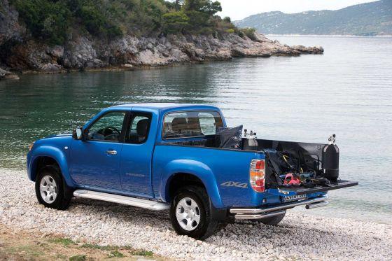 Wer seinen Pick-up mit einer Metallic-Lackierung bestellt, erhält auch die Stoßfänger in der entsprechenden Farbe.