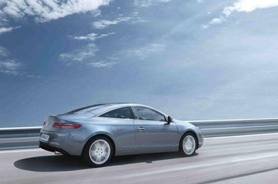 Die Top-Motorisierung ist ein V6 mit 3,5 Liter Hubraum und 238 PS, der 245 km/h schafft.
