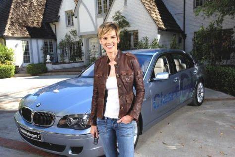 Hilary Swank im BMW Hydrogen 7