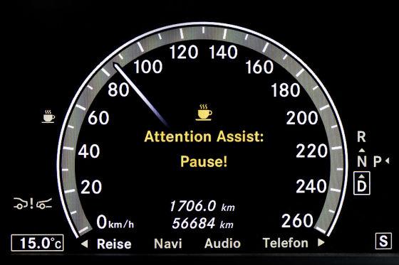 Mercedes E-Klasse Cockpit Tacho Müdigkeitserkennung