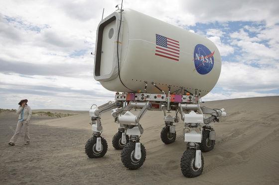 Eine klimatisierte Kabine auf Rädern soll den Astronauten die Arbeit erleichtern.