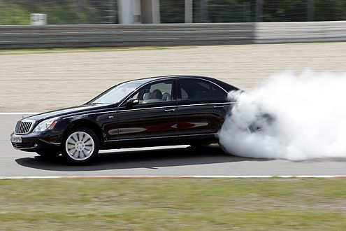 Kavalierstart? Macht Laune. Aber: Auch durch die Fahrweise lässt sich der CO2-Ausstoß verringern.