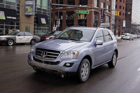 Erste Ausfahrt im Mercedes ML 450 Hybrid durch die winterlichen Straßen von Detroit.