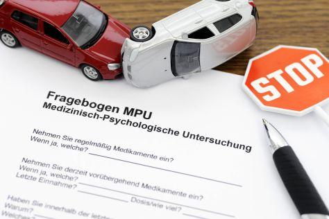 Wer mit Alkohol oder Drogen am Steuer erwischt wurde, ist meist ein MPU-Kandidat.
