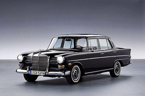 """Abgelöst wurde der """"Ponton"""" durch die """"Heckflosse"""", die 1959 ihr Debüt feierte. 1961 kam der Wagen als """"190"""" auf den Markt."""
