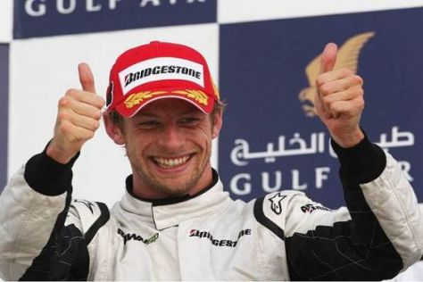 Jenson Button: Zwei Daumen nach oben, aber schon Saisonsieg Nummer drei!