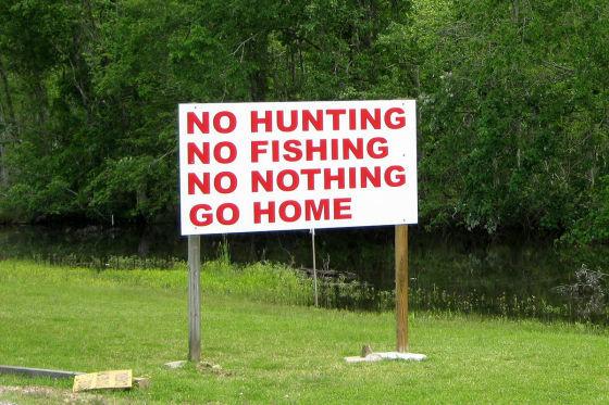 Nicht zu ernst nehmen: Dieses Schild im Cajun Country ist nur ein schlechter Scherz gelangweilter Teenager.