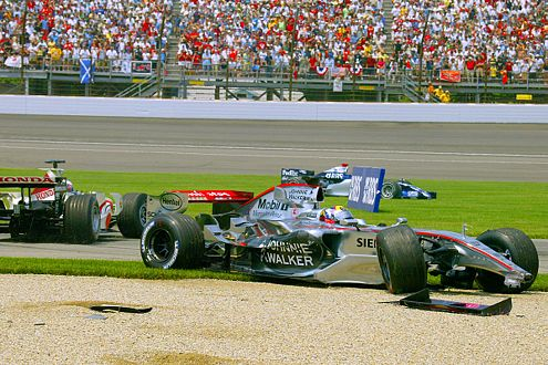 """Das war zuviel: Beim GP der USA in Indianapolis schießt """"JPM"""" Teamkellegen Räikkönen ab."""