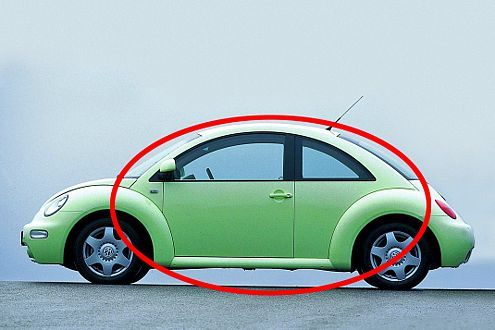 Der VW New Beetle erinnert nicht nur vom Namen her an den Käfer. Auch optisch ist er ein strammer Enkel.
