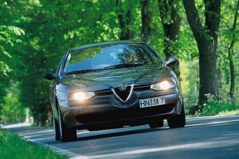 Viele Länder Europas verlangen, dass Autos auch bei Tage mit Licht fahren.
