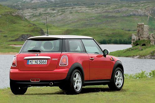 Ende 2006 starten zunächst Cooper (Foto) und Cooper S. Der Mini One folgt.