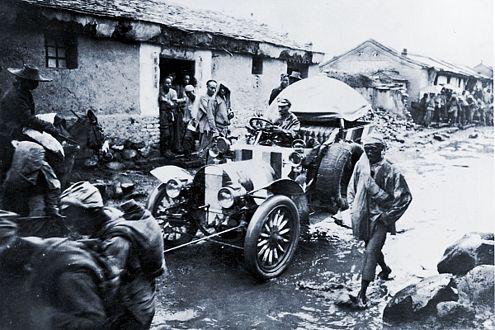 Die Strecke von Peking nach Paris schaffte der Sieger, Fürst Scipione Borghese, in 62 Tagen. Das war 1907.