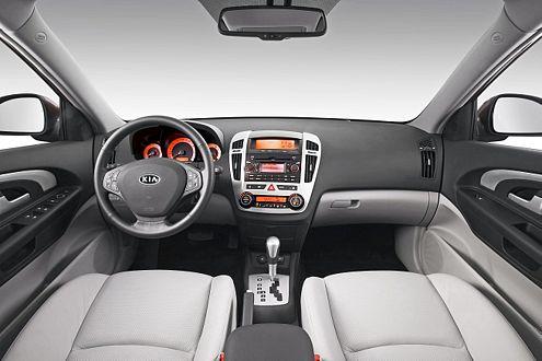 Elegantes Cockpit, weiße Ledersitze: Der Innenraum des neuen Kia cee'd macht was her.
