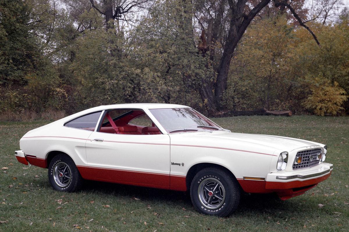 Jubilum Des Pony Cars 50 Jahre Ford Mustang Bilder 1970 Gt Fastback