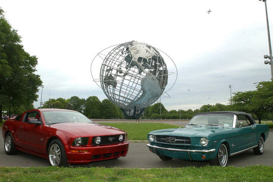 Ford Mustang 2005 und 1965