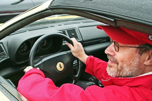 Zweiter Gewinner: Auch Jürgen Host hatte Glück, gewann eine VIP-Karte und durfte im Leih-Ferrari Schumi spielen.