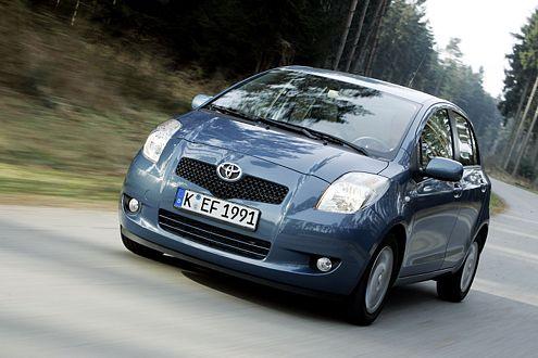 Zivile Serie: Bisher kann der Yaris mit zwei Benzinern (70, 87 PS) sowie einem Diesel (90 PS) bestellt werden.