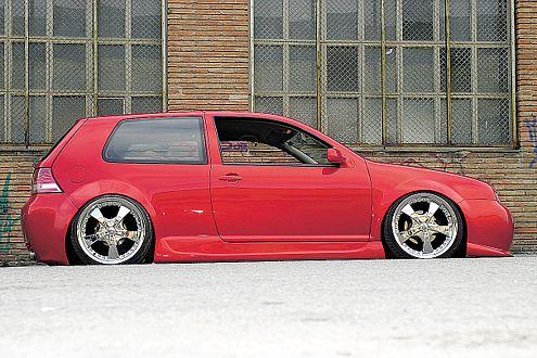 Hilft dem VW in Gangster-Optik beim Untertauchen: die Luftfederung.