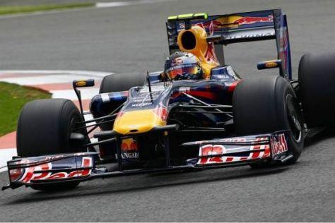 Sebastian Vettel mit dem überholten Red Bull - zu sehen an der breiteren Nase
