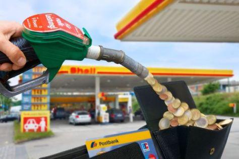 Achtung Fotomontage: Geld gibt's bei Shell nur an der Kasse!