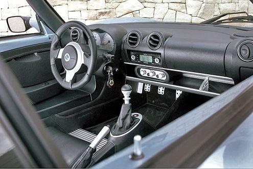 Im Lotus-Cockpit fühlen sich Sportwagen-Puristen sauwohl.