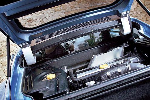 Zwischen Fahrersitz und Kofferraum: der 200 PS starke Zweiliter-Turbo.