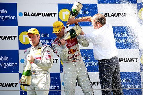 Zwei Sieger: Martin Tomczyk wurde in Barcelona Erster, Bernd Schneider (links) steuert auf den Gesamtsieg zu.