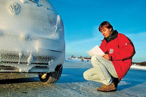 Kein Wintermärchen: Im Protokoll werden Stärken und Schwächen der getesteten Ganzjahresreifen vermerkt.