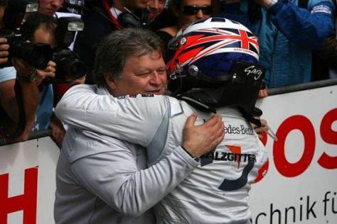 Sieger Gary Paffett gab Chef Norbert Haug allen Grund zur Freude