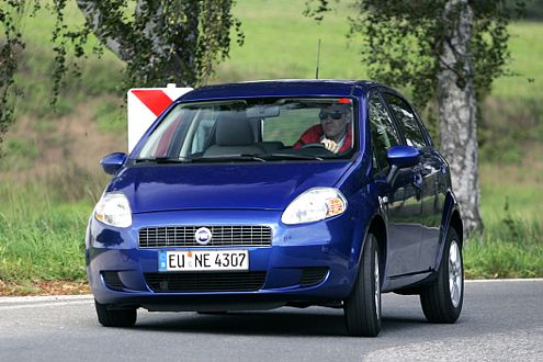 Fahrstabil meistert der Fiat auch schnell gefahrene Kurven.