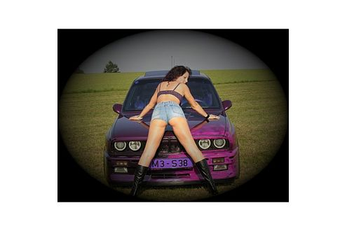 Selbst getunt! Diese Frau liebt BMW – und das soll auch jeder sehen.