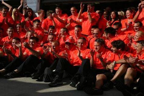 Endlich durfte das Team die Sieger-T-Shirts auspacken