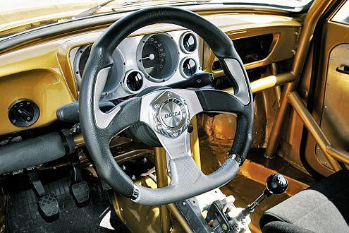 Sportlich, sportlich: Gelenkt wird mit einem 32er-Isotto-Lenkrad.