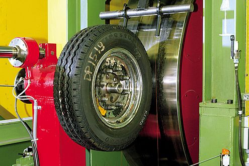 Auf dem Trommelprüfstand gibt sich der Michelin als potenziell bester Sprit-Sparerreifen zu erkennen.